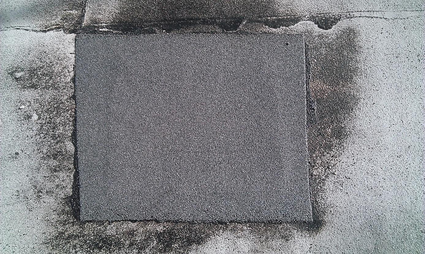 The patch of heat-sealable membrane covering the hole installation